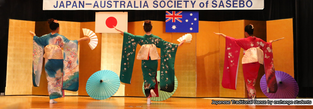 Japanese Traditional Dance by exchange students